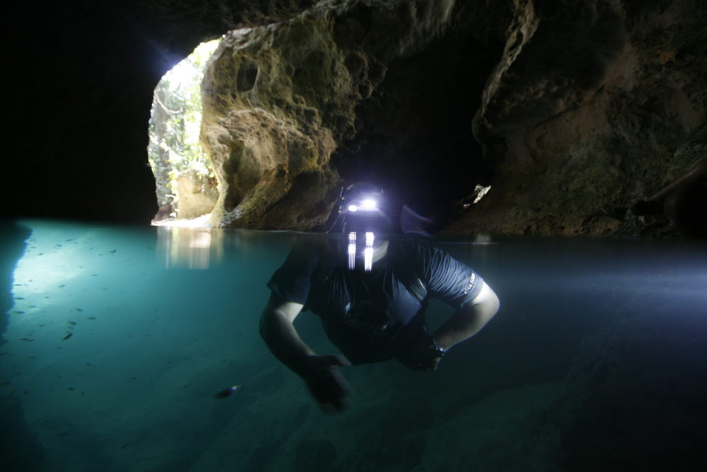 Swimming through the cave tunnels. Image credit: www.belizehub.com